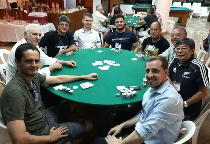 mesa final poker